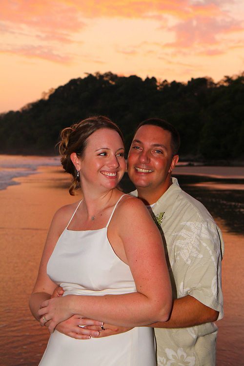Getting Married in Manuel Antonio can make for great wedding photos. The sunsets are spectacular at the beach and Beau will make sure you have incredible wedding photos to prove it!