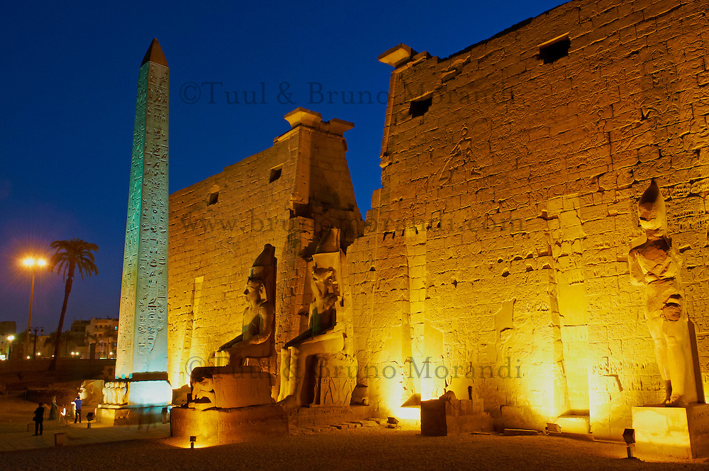 Afrique du Nord, Egypte, Louxor, Temple de Louxor, Patrimoine mondial de l'UNESCO, Vallée du Nil, rive gauche du Nil, obelisque de Ramses II // Africa, Egypt, Louxor, Temple of Luxor, World Heritage of the UNESCO, east bank of the river Nile, obelisk of Ramesses II
