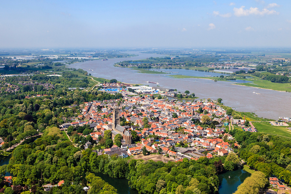 Nederland, Gelderland, Gemeente Zaltbommel, 27-05-2013; de Waal bij Zaltbommel. <br /> River Waal (Rhine).<br /> luchtfoto (toeslag op standard tarieven)<br /> aerial photo (additional fee required)<br /> copyright foto/photo Siebe Swart