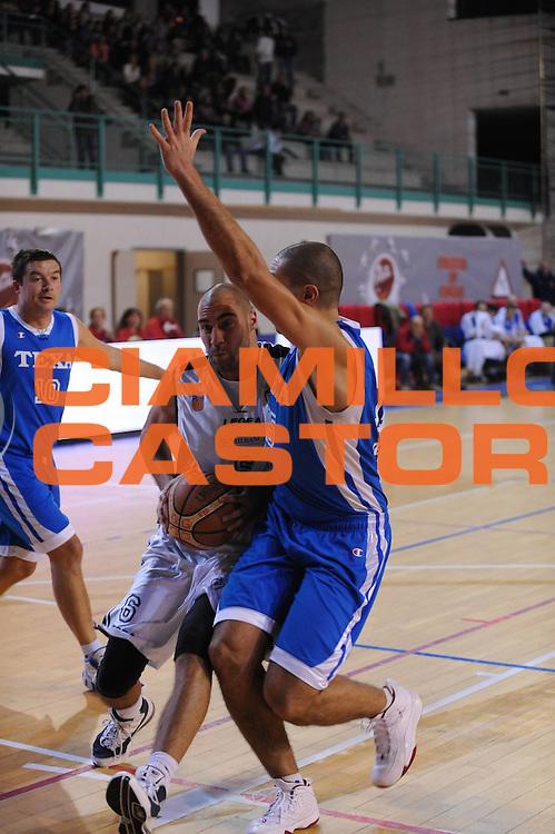 DESCRIZIONE : Bologna LNP Lega Nazionale Pallacanestro Serie B Dilettanti 2010-11 Conad Fortitudo Bologna Texa Roncade<br /> GIOCATORE : Nicola Nieri<br /> SQUADRA : Conad Fortitudo Bologna<br /> EVENTO : Lega Nazionale Pallacanestro 2010-2011<br /> GARA : Conad Fortitudo Bologna Texa Roncade<br /> DATA : 21/11/2010<br /> CATEGORIA : Palleggio<br /> SPORT : Pallacanestro <br /> AUTORE : Agenzia Ciamillo-Castoria/M.Marchi<br /> Galleria : Lega Basket A 2010-2011 <br /> Fotonotizia : Bologna LNP Lega Nazionale Pallacanestro Serie B Dilettanti 2010-11 Conad Fortitudo Bologna Texa Roncade<br /> Predefinita :