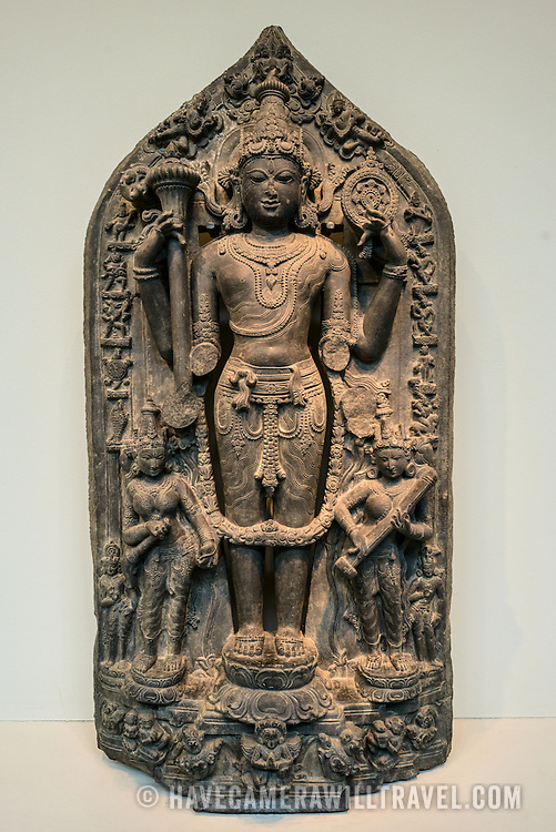Sackler Gallery Vishnu Hindu Statue. Statue of Vishnu with Avatars from Bangladesh, 11th Century. The Arthur M. Sackler Gallery, located behind the Smithsonian Castle, showcases ancient and contemporary Asian art. The gallery was founded in 1982 after a major gift of artifacts and funding by Arthur M. Sackler. It is run by the Smithsonian Institution.