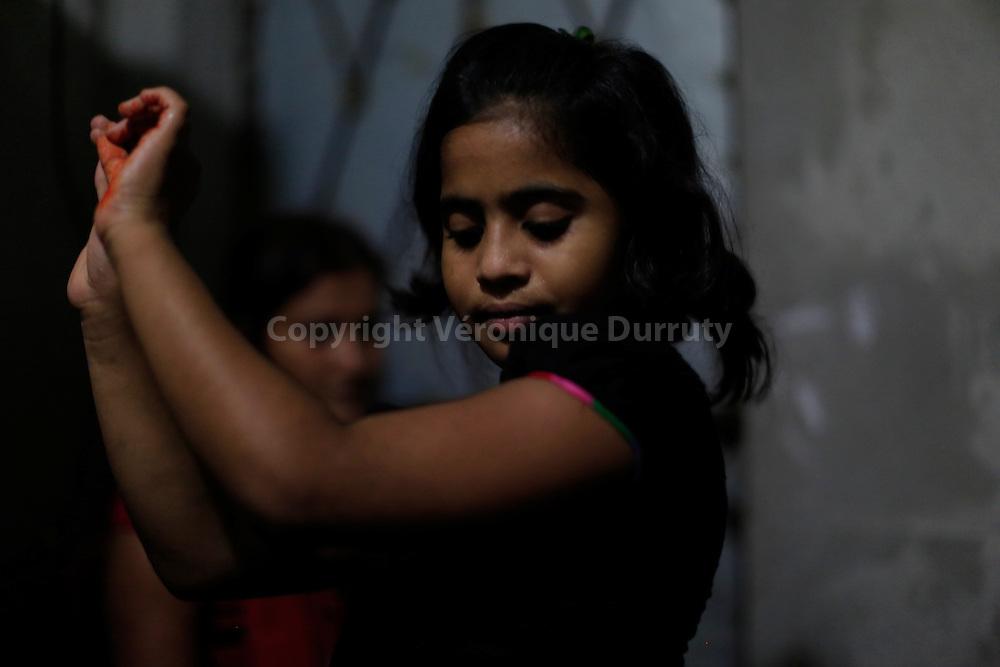 With about 1800 girls, Daulotdia brothel is one of the biggest brothels in the world. Women are prostitute from mother to daughter. Before becoming prostitue, girl begin to earn monay dancing. Jitu, 10 years old, has already began to dance for men// avec environ 1800 filles, le bordel de Daulotdia au Bangladesh est l un des plus grands bordels du monde. Les femmes sont prostituees de mere en fille. La premiere etape est de danse pour les hommes. Jitu, 10 ans, a deja commance a danser.