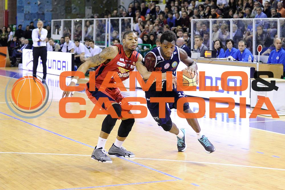 DESCRIZIONE : Casale Monferrato LNP Gold 2014-15 Angelico Biella Novipiu Casale Monferrato<br /> GIOCATORE : Eric Lombardi<br /> CATEGORIA : palleggio penetrazione<br /> SQUADRA : Angelico Biella<br /> EVENTO : Campionato LNP Gold 2014-15<br /> GARA : Novipiu Casale Monferrato Angelico Biella<br /> DATA : 07/12/2014<br /> SPORT : Pallacanestro<br /> AUTORE : Agenzia Ciamillo-Castoria/Max.Ceretti<br /> Galleria : Casale Monferrato LNP Gold 2014-15 Angelico Biella Novipiu Casale Monferrato<br /> Predefinita :