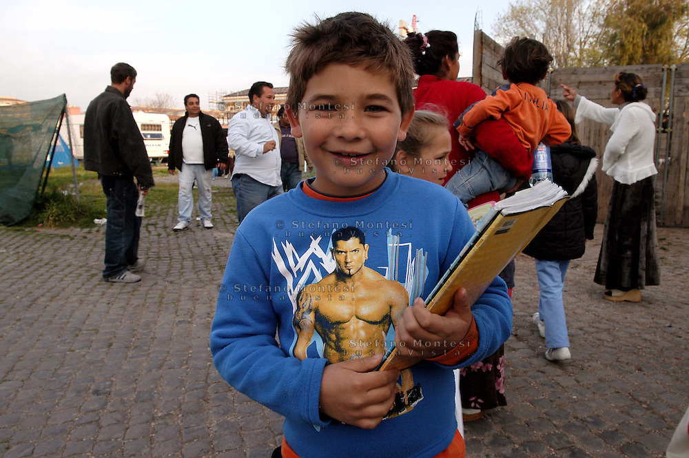 Rome April 3  2007.Rom's camp of Campo Boario inhabited from the Romani  Kalderasha .Children go to school.