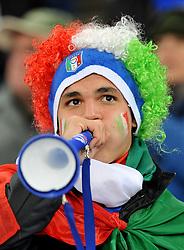 Football - soccer: FIFA World Cup South Africa 2010, Italy (ITA) - Paraguay (PRY), UN TIFOSO ITALIANO SOFFIA NELLA VUVUZELAS LA TIPICA TROMBETTA