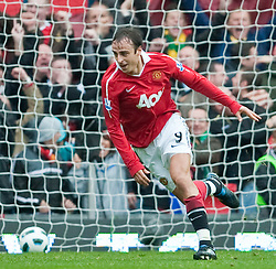 19.09.2010, Old Trafford, Manchester, ENG, PL, Manchester United vs Liverpool FC, im Bild Manchester United's Dimitar Berbatov celebrates scoring against Liverpool during the Premiership match at Old Trafford, EXPA Pictures © 2010, PhotoCredit: EXPA/ Propaganda/ D. Rawcliffe *** ATTENTION *** UK OUT! / SPORTIDA PHOTO AGENCY