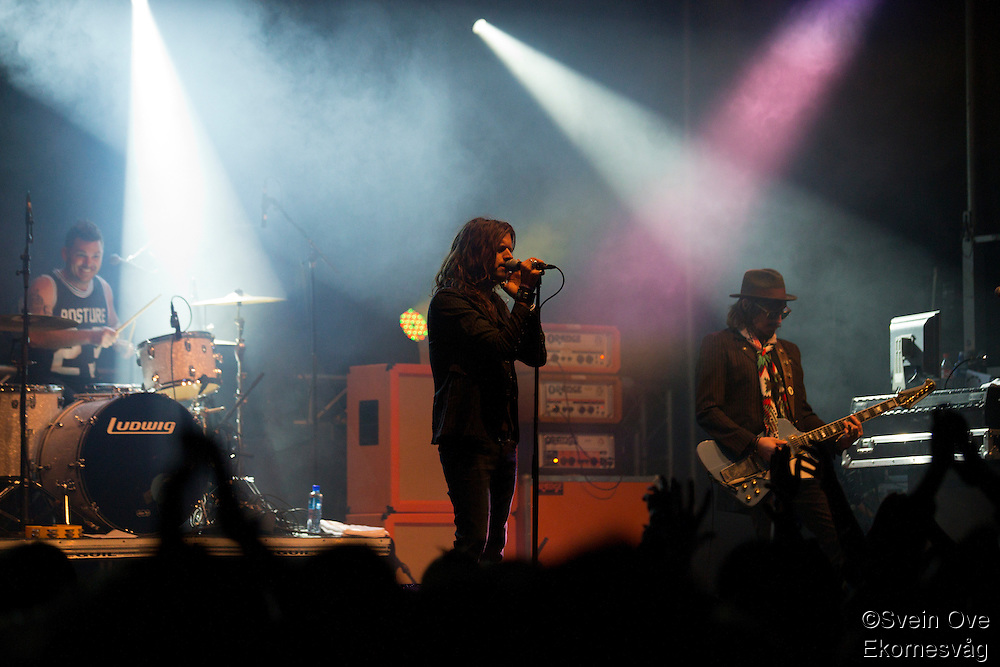 Rival Sons spiller på Jugendfest 2013 på Color Line Stadion i Ålesund.