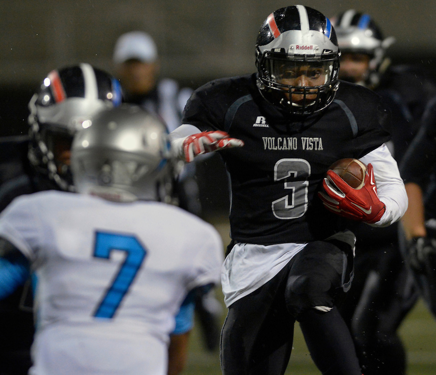 gbs110416w/SPORTS -- Volcano Vista's Chris Streetz, 4, runs with the ball during the game against Cleveland in Community Stadium on Friday, November 4, 2016. (Greg Sorber/Albuquerque Journal)