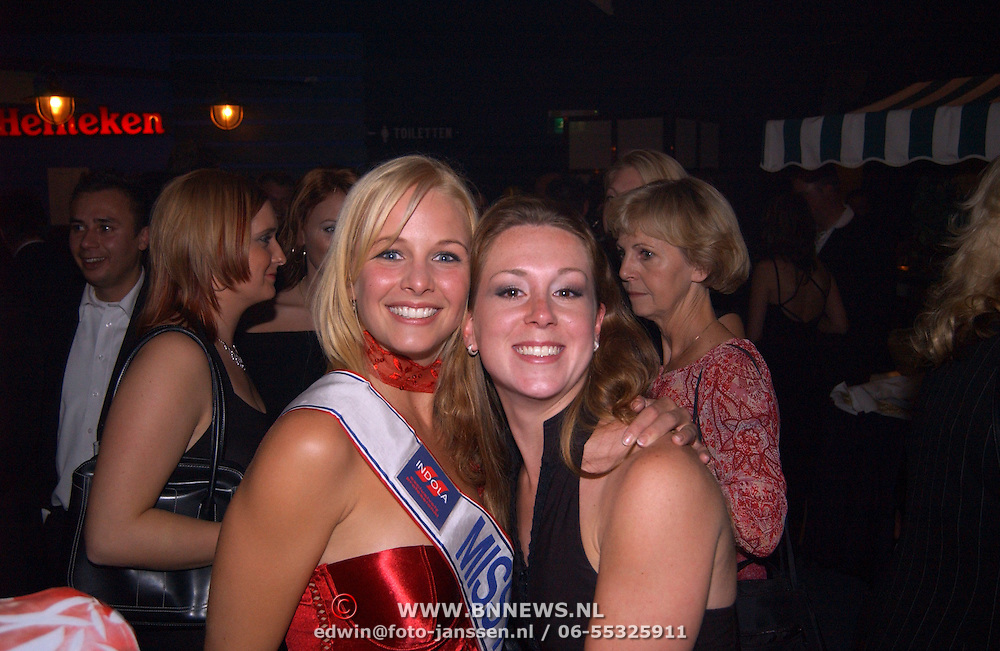 Verkiezing Miss Nederland 2003, Miss Nederland 2002 Elise Boulonge en vriendin