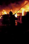 Roma.  Vigili del Fuoco Tuscolano II  .Un Vigile del fuoco interviene durante un incendio di una fabbrica.Rome.  Firefighters Tuscolano II.Firefighters Battling factory Fire