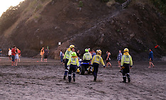 Auckland-Fire aid rescue trapped people on Lion Rock, Piha