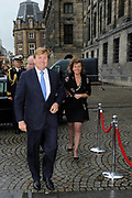 Koning Willem-Alexander neemt in de Amsterdamse Nieuwe Kerk de biografieën over de Nederlandse koningen Willem I, Willem II en Willem III in ontvangst. <br /> <br /> King Willem-Alexander is in the Nieuwe Kerk in Amsterdam, to receive the biographies of the Dutch king William I, William II and William III .<br /> <br /> Op de foto / On the photo:  Koning Willem-Alexander komt aan