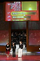 FIFA World Playerin des Jahres ist Birgit Prinz (L) vor Mia Hamm (R) und Marta (M) die unten auf der Buehne stehen. © Valeriano Di Domenico/EQ Images