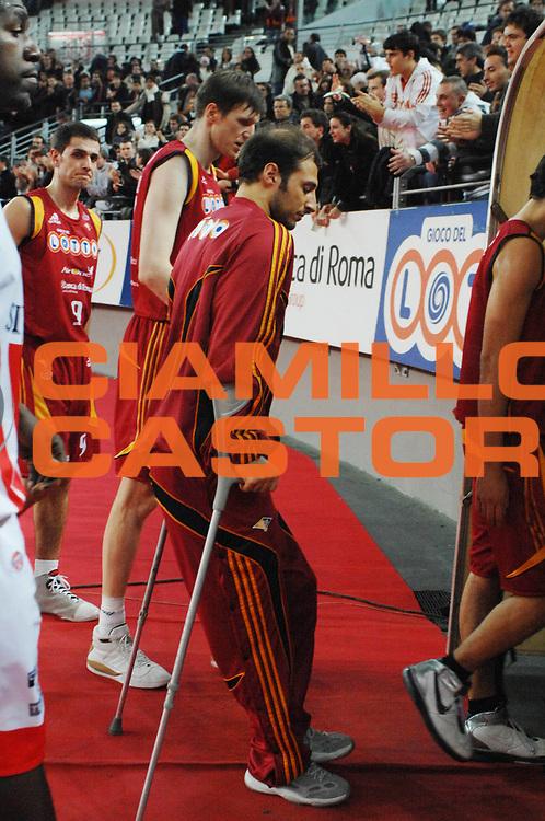 DESCRIZIONE : Roma Lega A1 2007-08 Lottomatica Virtus Roma Siviglia Wear Teramo<br /> GIOCATORE : Jacopo Giachetti<br /> SQUADRA : Lottomatica Virtus Roma<br /> EVENTO : Campionato Lega A1 2007-2008 <br /> GARA : Lottomatica Virtus Roma Siviglia Wear Teramo<br /> DATA : 13/01/2008<br /> CATEGORIA : Infortunio<br /> SPORT : Pallacanestro <br /> AUTORE : Agenzia Ciamillo-Castoria/E. Grillotti<br /> GALLERIA : Lega Basket A1 2007-2008 <br /> FOTONOTIZIA : Roma Campionato Italiano Lega A1 2007-2008 Lottomatica Virtus Roma Siviglia Wear Teramo <br /> PREDEFINITA :