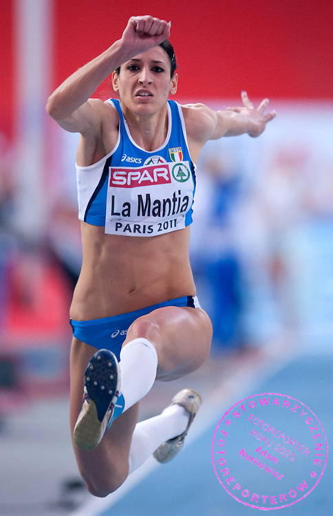 SIMONA LA MANTIA (ITALY) COMPETES IN WOMEN'S TRIPLE JUMP QUALIFICATION DURING EUROPEAN ATHLETICS INDOOR CHAMPIONSHIPS PARIS 2011 AT BERCY HALL...PARIS , FRANCE , MARCH 04, 2011..( PHOTO BY ADAM NURKIEWICZ / MEDIASPORT )..PICTURE ALSO AVAIBLE IN RAW OR TIFF FORMAT ON SPECIAL REQUEST.