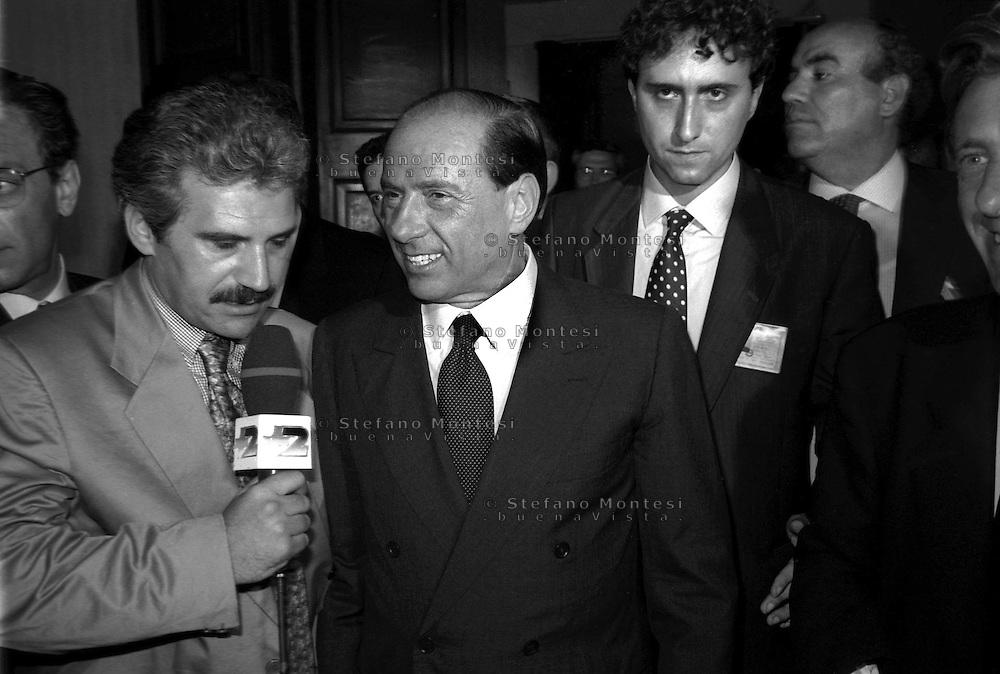 Roma 1995.Silvio Berlusconi Presidente del Consiglio intervistato da un giornalista a Palazzo Chigi