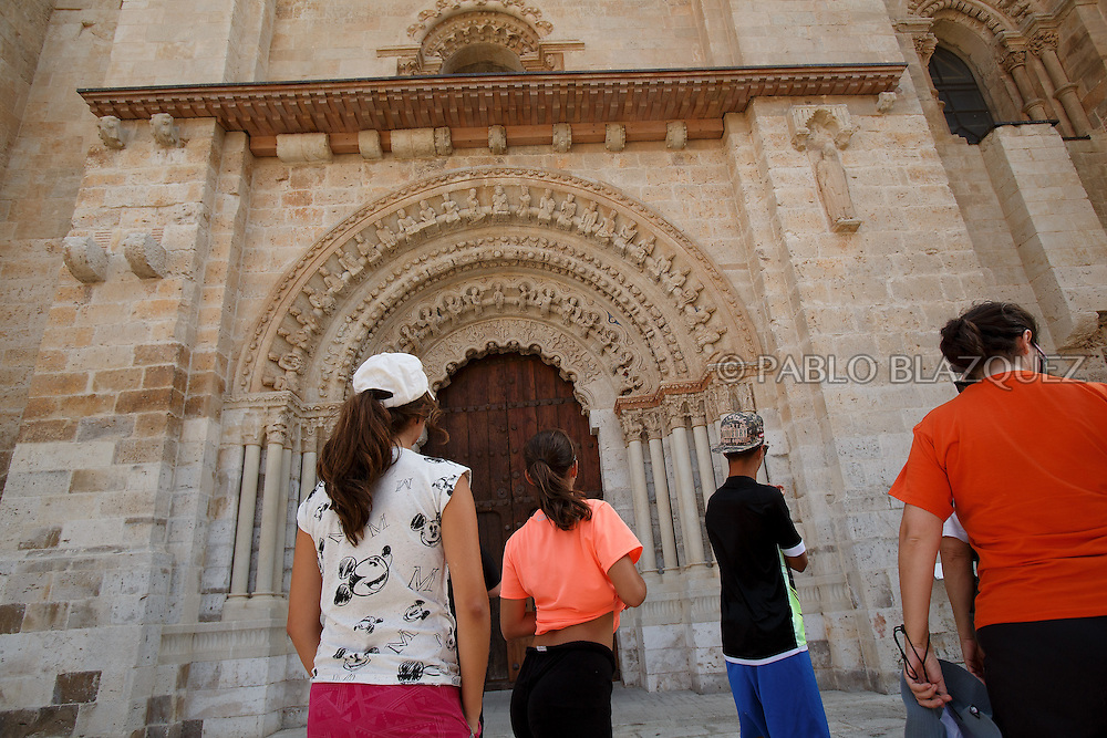 09/08/2016. Visitors watch the North Portico of The Collegiate of Santa Maria la Mayor on August 9, 2016 in Toro, Zamora province, Spain. The Collegiate of Santa María la Mayor is a Romanesque architecture church built during the 12th and 13th centuries. Recents restorations of the Church discovered many details on its sculptures, and luthiers found the opportunity of recovering and to reproduce instruments showing on its North gate. (© Pablo Blazquez)