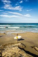 Surfista na Praia do Matadeiro. Florianópolis, Santa Catarina, Brasil. / Surfer at Matadeiro Beach. Florianopolis, Santa Catarina, Brazil.