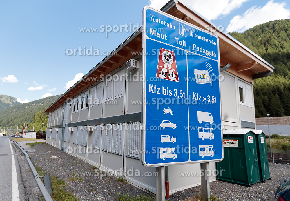 05.07.2017, Brenner, AUT, Österreich bereitet Grenzkontrollen zu Italien vor, im Bild Container der Polizei am Bundesstraßen Grenzübergang // Newly constructed containers of the police at federal border crossing. Austria prepares border controls to Italy at the Brenner Pass. Brenner, Austria on 2017/07/05. EXPA Pictures © 2017, PhotoCredit: EXPA/ Johann Groder#