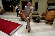 """US-ORLANDO- Every day a group of ducks walk the red carpet in the lobby of the Peabodyhotel. PHOTO: Gerrit de Heus.VS - Orlando - In het Peabody Hotel loopt, iedere ochtend een groepje eenden over de rode loper naar hun """"vijvertje"""" in de Lobby van het hotel. COPYRIGHT GERRIT DE HEUS"""