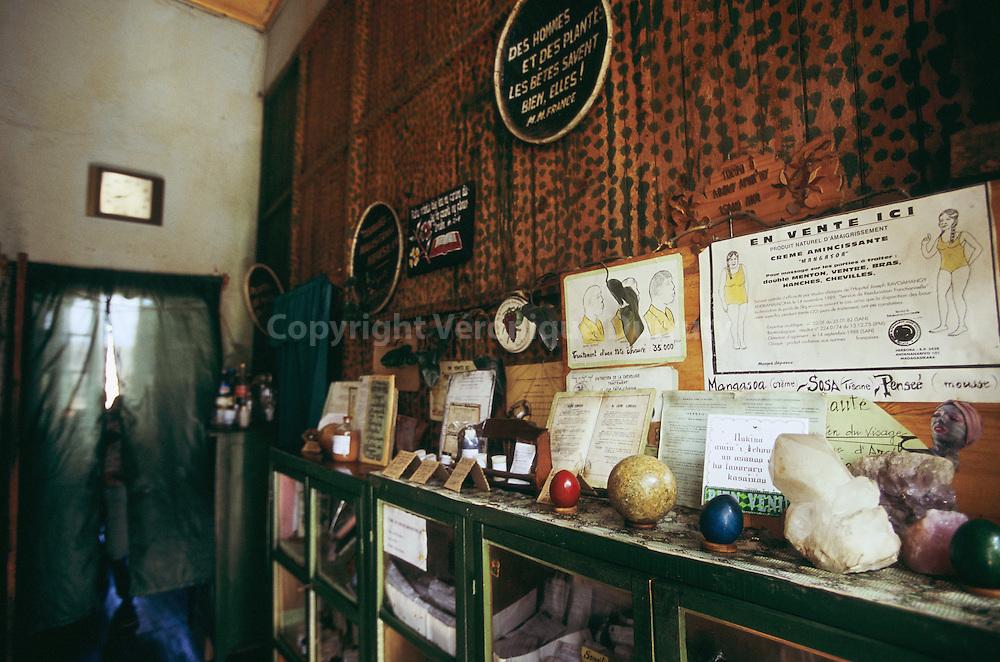 Herboristerie traditionnelle dans la ville haute d'Antananarivo (anciennement Tananarive)...Herboristerie traditionnelle dans la ville haute d'Antananarivo (anciennement Tananarive).