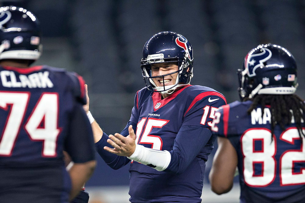ARLINGTON, TX - SEPTEMBER 3:  Ryan Mallett #15 of the Houston Texans in the huddle during a preseason game against the Dallas Cowboys at AT&T Stadium on September 3, 2015 in Arlington, Texas.  The Cowboys defeated the Texans 21-14.  (Photo by Wesley Hitt/Getty Images) *** Local Caption *** Ryan Mallett