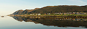 Søre Vaulen, Nearby Fosnavåg, Norway in beutiful morning light | Tidlig morgenlys i Søre Vaulen ved Fosnavåg, med flatt hav og spegling i sjøen