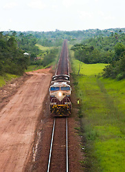 Sao Luis, Maranhao, Brazil    23/Junho/2006.Estrada de Ferro Carajas - EFC. Trem de minerio vindo da Serra dos  Carajas chegando no terminal maritimo da Companhia Vale do Rio Doce em Sao Luiz do Maranhao. Este trem tem 2 locomotivas e 208 vagoes e sua extensao de 2,3 km/ The Carajas railway - EFC, which is 892 km long, connects the interior of Para state to the main maritime port of the northern region, in Sao Luis, Maranhao. It transports mainly ore, general cargo and passengers. This ore train has 208 freight cars, 2.3 kilometers in length and two locomotives.