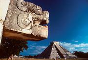 MEXICO, MAYAN, YUCATAN Chichén Itzá; El Castillo Pyramid