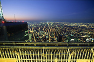 New York. elevated view on   the terrace - the top  of the world - , on the world trade center tower: panoramic view on the city from the top  of the world /  Top  of the world   au sommet du world trade center offre une vue panoramique sur  New York