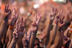Falcão, vocalista do Rappa pede um minuto de silêncio em homenagem as vítimas da tragédia em Santa Maria no Planeta Atlântida 2013/RS, que acontece nos dias 15 e 16 de fevereiro na SABA, em Atlântida. FOTO: Jefferson Bernardes/Preview.com
