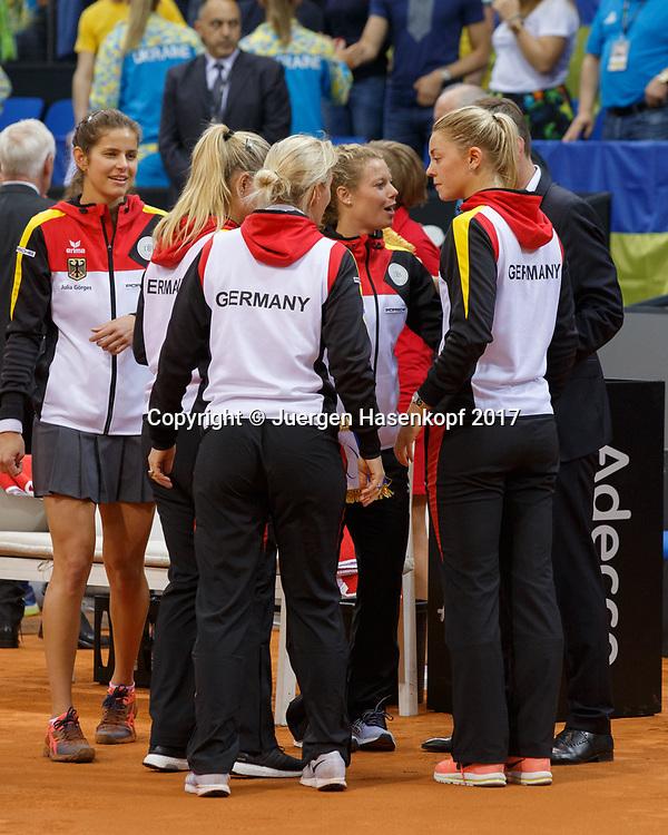 GER-UKR, Deutschland - Ukraine, <br /> Porsche Arena, Stuttgart, internationales ITF  Damen Tennis Turnier, Mannschafts Wettbewerb,<br /> Eroeffnungszeremonie, das deutsche Team im Kreis,