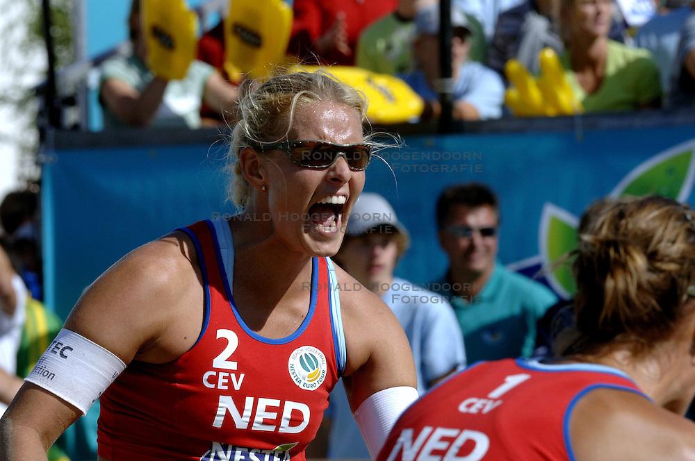 27-08-2006: VOLLEYBAL: NESTEA EUROPEAN CHAMPIONSHIP BEACHVOLLEYBALL: SCHEVENINGEN<br /> Rebekka Kadijk pakt voor de 4de keer de zilveren medaille op een EK<br /> &copy;2006-WWW.FOTOHOOGENDOORN.NL