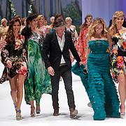NLD/Amsterdam/20120320 - Modeshow Raak 2012 Amsterdam, Quinty trustfull, Isa Hoes, Jos van Raak, zangeres Do, Dominique van Hulst, Froukje de Both
