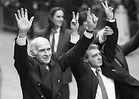 Two of the Birmingham Six wave  to supporters following their release from the Court in London. 14/3/1991 (Part of the Independent Newspapers Ireland/NLI Collection)