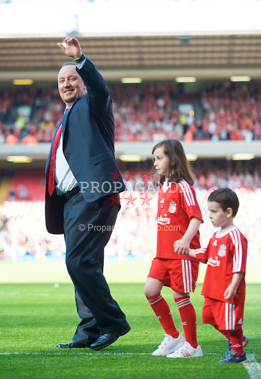 LIVERPOOL, ENGLAND - Sunday, May 24, 2009: Liverpool's manager Rafael Benitez with his daughter Agatha at Anfield. (Photo by: David Rawcliffe/Propaganda)