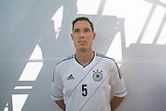 Deutschland überzeugt gegen Finnland<br /> <br /> Zum ersten Mal durfte das Team Germany auf dem Hauptplatz ihr Können unter Beweis stellen. Vor neu gewonnen Fans aus aller Welt und aus der Heimat lieferten die Jungs eine gute Vorstellung. Besonders stolz können wir auf das Extra-Lob der Schiedsrichter sein, die das fairplay-Verhalten des Teams als vorbildlich bezeichneten.<br /> Endstand 9:5 für Deutschland.