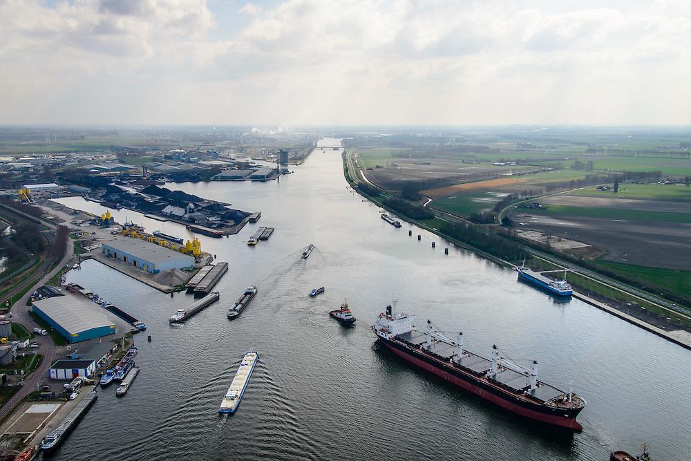 Nederland, Zeeland, Zeeuws-Vlaanderen, 01-04-2016; Terneuzen, Kanaal Gent - Terneuzen. Ingang kanaal en sluizen.<br /> Het sluizencomplex bij Terneuzen is de toegangspoort naar de havens van Terneuzen en Gent en zorgt voor een scheepvaartverbinding tussen Nederland, België en Frankrijk. In de nabije toekomst zullen er grotere sluizen worden gebouwd.<br /> Channel Gent - Terneuzen, entrance and locks, gateway to Belgium and France. <br /> <br /> luchtfoto (toeslag op standard tarieven);<br /> aerial photo (additional fee required);<br /> copyright foto/photo Siebe Swart