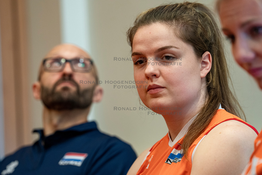 14-05-2019 NED: Press moment national volleyball team Women, Arnhem<br /> Jamie Morrison, the national coach of the Dutch women team, gives an overview of the group matches of the VNL, the OKT, Worldcup and the European Championship played in Hungary / Yvon Beliën #3 of Netherlands