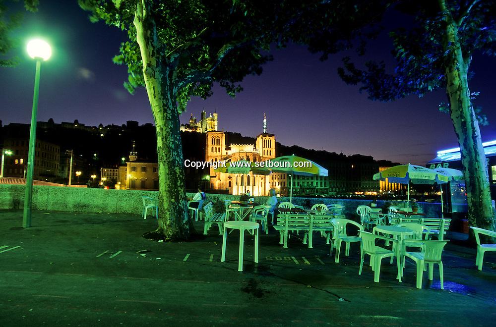 France. Lyon . Illuminations on the Saone quays and Primatial St Jean       Les quais de Saône et la primatiale Saint jean illuminee      R00063 7    L930811c     P0000197