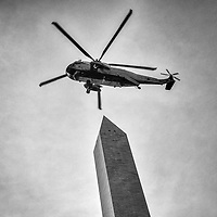 Marine One passes over the Washington Monument.
