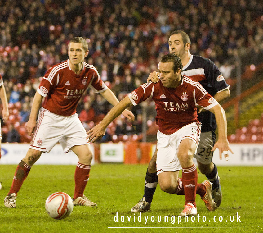 Aberdeen's Gavin Rae and Dundee's Gary Harkins  - Aberdeen v Dundee, Clydesdale Bank Scottish Premier League at Pittodrie .. - © David Young - www.davidyoungphoto.co.uk - email: davidyoungphoto@gmail.com