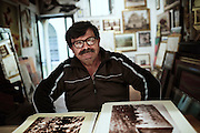 Un artigiano corniciaio e collezionista di foto d'epoca, mostra immagini del dopoguerra che ritraggono giovani troiani in paese. Troia 29 Maggio 2014.  Christian Mantuano / OneShot
