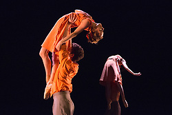 """© Licensed to London News Pictures. 18/06/2015. London, UK. Pictured: Fractured Memory choreographed by Max Westewll with Laurretta Summerscales, Madison Keesler, Kaja Khaniukova, Jinhao Zhang, Daniele Silingardi and Junor Souza performing. The English National Ballet (ENB) presents Choreographics, dance created by emerging and developing choreographers inspired by the theme of """"Post-War America"""" at the Lilian Baylis Studio/Sadler's Wells. Photo credit : Bettina Strenske/LNP"""