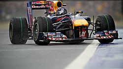 O piloto alemão de Fórmula 1 Sebastian Vettel acelera seu Red Bull, durante o circuito do Grande Prémio do Brasil em Interlagos, em São Paulo. FOTO: Jefferson Bernardes/Preview.com
