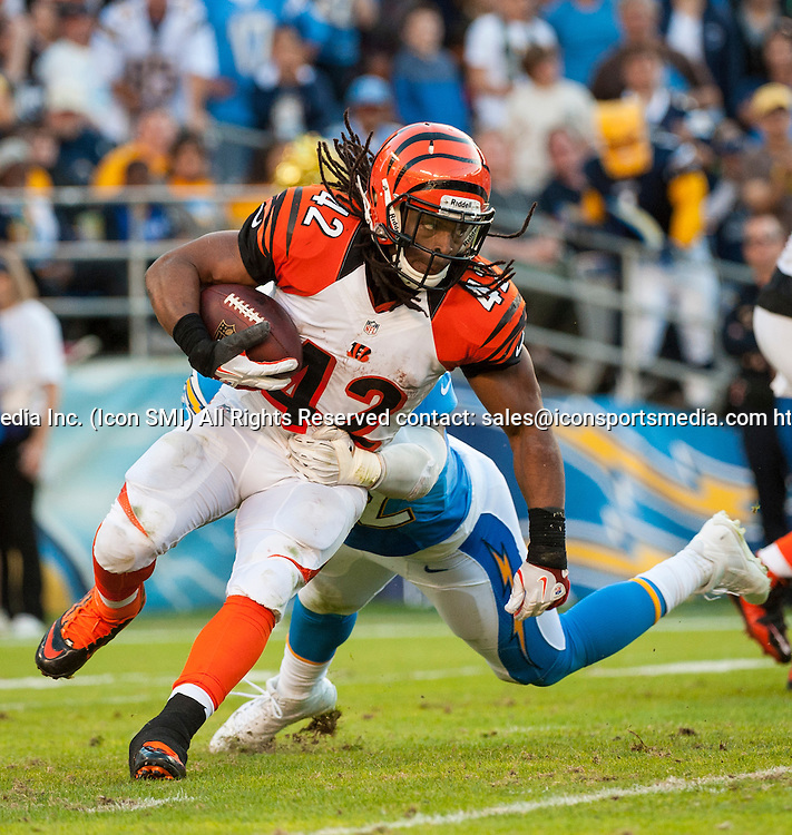 Cincinnati Bengals Running Back BenJarvus Green-Ellis (42) [10517] fights to move the ball down the field during an NFL game against the Chargers held at Qualcomm Stadium in San Diego.