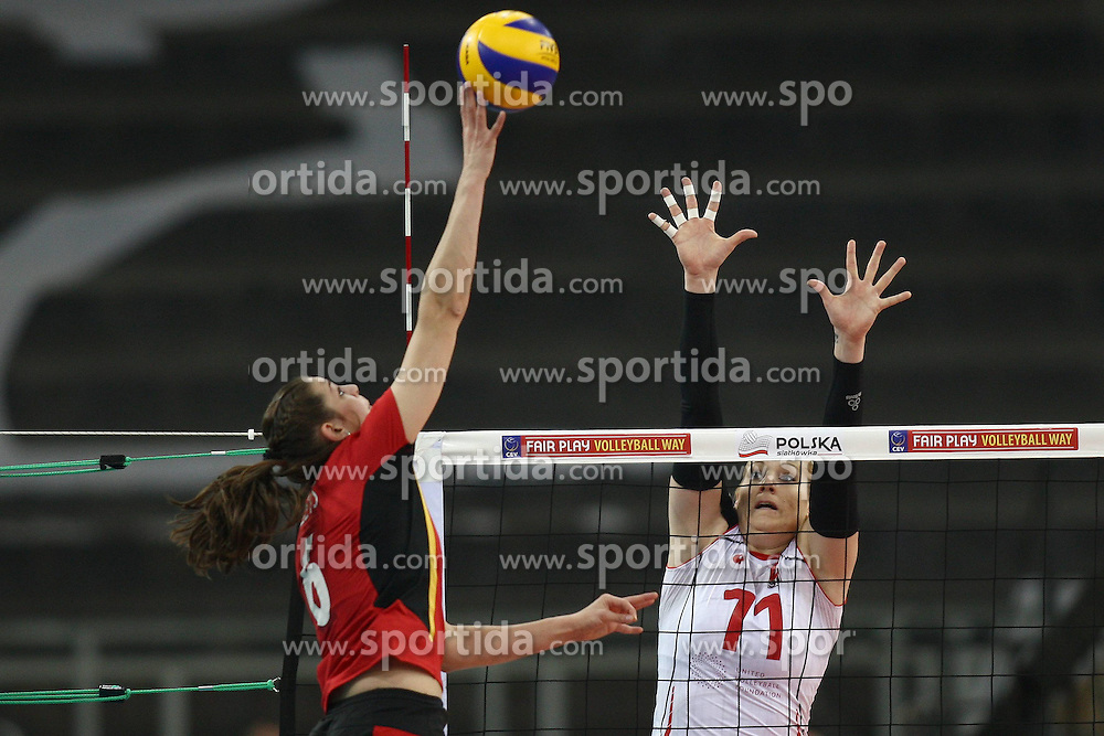 04.01.2014, Atlas Arena, Lotz, POL, FIVB, Damen WM Qualifikation, Belgien vs Schweiz, im Bild CHARLOTTE LEYS (L) MANDY WIGGER (P) // CHARLOTTE LEYS (L) MANDY WIGGER (P) during the ladies FIVB World Championship qualifying match between Belgium and Switzerland at the Atlas Arena in Lotz, Poland on 2014/01/05. EXPA Pictures &copy; 2014, PhotoCredit: EXPA/ Newspix/ Mateusz Trzuskowski<br /> <br /> *****ATTENTION - for AUT, SLO, CRO, SRB, BIH, MAZ, TUR, SUI, SWE only*****