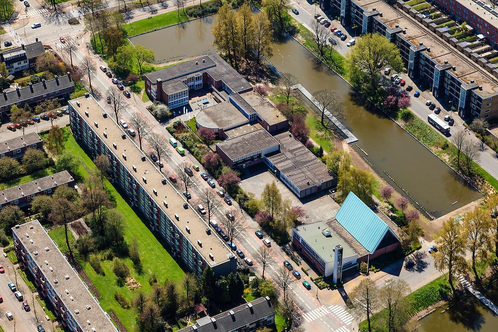 Nederland, Groningen, Groningen, 01-05-2013; De Wijert Noord. Rationele woonwijk uit de wederopbouwperiode. Karakteristieke afwisseling tussen (open) bebouwing en groene ruimtes. De verschillende soorten huizen herhalen zich (herhaalbare module van de wooneenheid ofwel stempels). Lichtblauwe puntdak van de Opstandingskerk. <br /> New residential area in Groningen built during the period of Reconstruction after World War II . Characteristic alternation between (open) built-up area and green spaces. Rationalistic architecture.<br /> luchtfoto (toeslag op standard tarieven)<br /> aerial photo (additional fee required)<br /> copyright foto/photo Siebe Swart