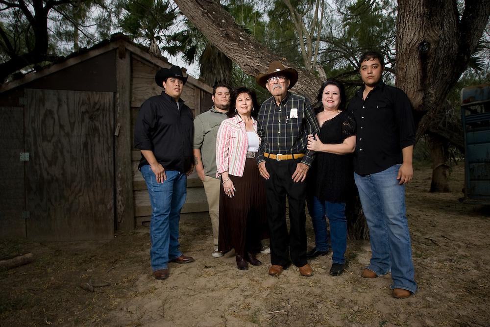 La Joya, TX - 9 Nov 2008 - ..Photo by Alex Jones / ajones@themonitor.com