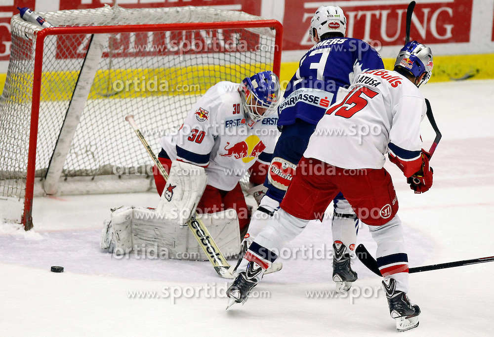 21.11. 2014, Stadthalle, Villach, AUT, EBEL, EC VSV vs EC Red Bull Salzburg, 19. Runde, im Bild v.l.Bernd Brueckler (EC RBS), John Lammers (VSV) und Manuel Latusa (EC RBS) // during the Erste Bank Icehockey League 19th round match between EC VSV vs EC Red Bull Salzburg at the City Hall in Villach, Austria on 2014/11/21, EXPA Pictures © 2014, PhotoCredit: EXPA/ Oskar Hoeher